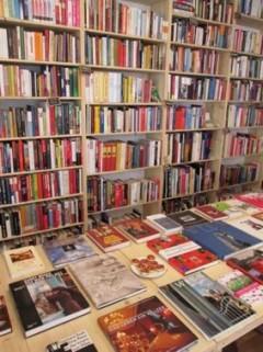 Buecherregale im Wiener Bücherschmaus