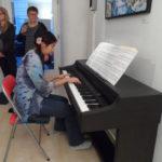 Gumpendorfer Graetzeljagd Preisverleihung Alice Wang am Klavier