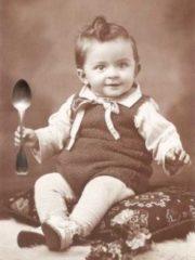 Buecherschmaus Foto Kind mit Loeffel