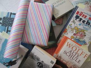 Das Bücherabo wird zum Versenden vorbereitet