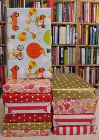 Bücher für das Buchabo als Geschenk verpackt